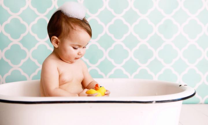 61f429d7a1e Όλες τις φορές που θα χρειαστεί να κάνετε μπάνιο το μωρό σας, είναι  σημαντικό να οργανωθείτε και να προετοιμαστείτε σωστά, δημιουργώνας ένα  ωραίο περιβάλλον ...