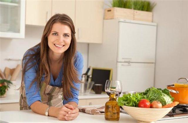 Τροφική δηλητηρίαση: 5 λάθη που κάνουμε στην κουζίνα